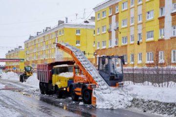 Почти 38 тысяч кубометров снега вывезли коммунальщики из Дудинки в апреле