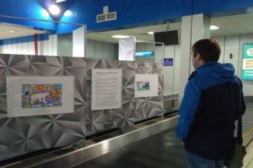 """28 """"Веселых картинок о Норильске"""" встречают пассажиров в аэропорту"""