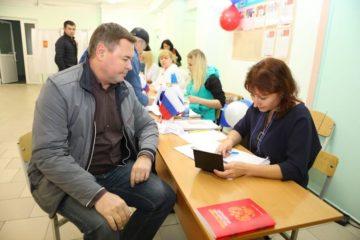 Председатель краевого Законодательного собрания проголосовал в Норильске на выборах губернатора