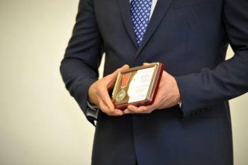 В Норильске 67 работников Центральной автотранспортной конторы наградили по случаю Дня автомобилиста