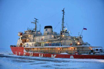 """Ледокол """"Дудинка"""" уже работает в порту столицы Таймыра"""