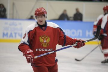 Легенды хоккея скрестят клюшки с городской сборной командой Ночной хоккейной лиги