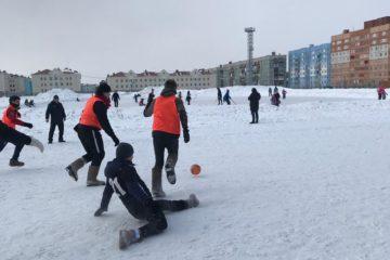 В Норильске прошел традиционный турнир по футболу в валенках.
