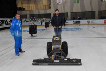 На ледовой арене «Таймыр» в Дудинке началась заливка игрового поля к международному турниру по керлингу