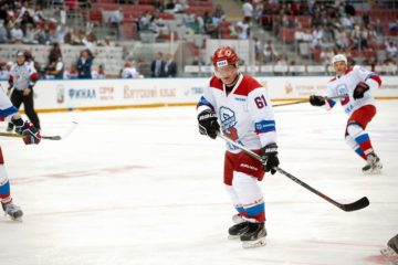 Владимир Потанин пообещал и в дальнейшем поддерживать развитие хоккея