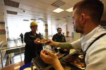Сегодня столичные шеф-повара кормили работников «Норникеля»