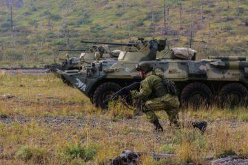 Десантники и морпехи провели учебный бой под Норильском