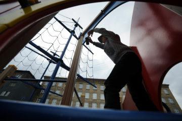 Новые детские площадки поставили в норильских дворах