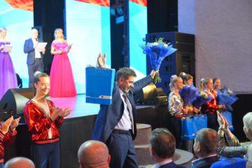 Пятеро работников Надеждинского металлургического завода получили награды федерального уровня