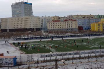 Норильчане играют в футбол с тренером испанской «Барселоны»