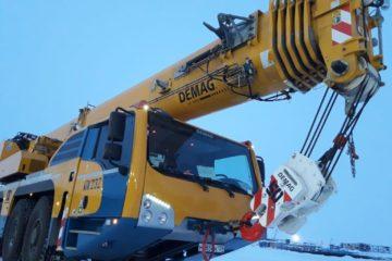 В Дудинском морском порту приступает к работе новый 100-тонный автомобильный кран
