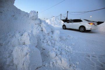 Владельцы гаражей завалили снегом автодорогу в районе Голиково в Норильске