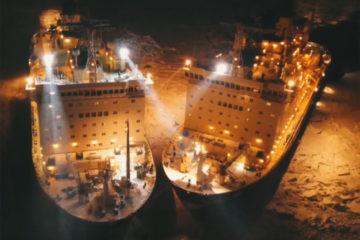 Редкие кадры стыковки атомных ледоколов «Вайгач» и «Таймыр» опубликовал «Росатом»