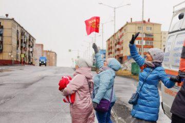 Под окнами фронтовика Виктора Николаевича Грекова прошла акция «Парад у дома ветерана»