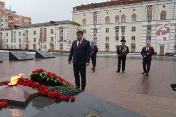 Глава Норильска возложил цветы к Вечному огню