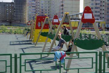 В Норильске проверяют детские площадки