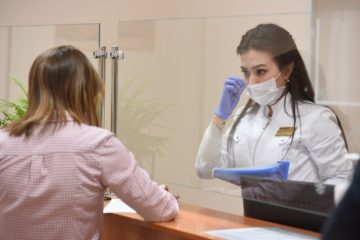 Врачи напомнили, как маска защищает от коронавируса