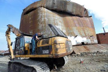 Демонтаж резервуара, из которого пролилось дизтопливо
