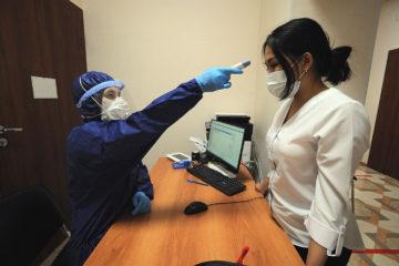 В крае продлили срок выплат медикам за работу с COVID-19