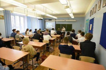 В Москве школьники уходят на каникулы, в Норильске – учатся