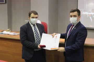 Член Молодежного парламента Норильска получил памятную медаль и грамоту президента