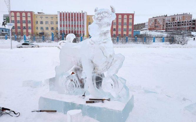 В Дудинке повредили один из элементов снежного городка