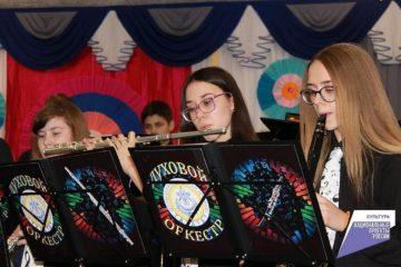 Дудинская школа искусств приобрела 80 новых музыкальных инструментов