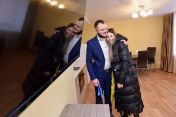 Ключи в благоустроенном общежитии получили молодые специалисты «Норникеля»