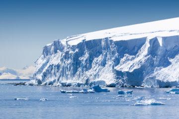 Владимир Путин поручил подготовить план развития Арктики