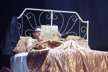 На норильской сцене поставили «Террасу» Жан-Клода Каррьера