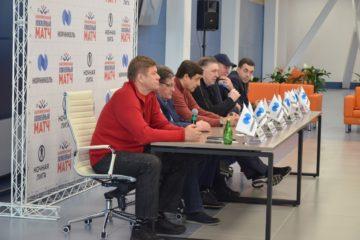В «Айке» легенды хоккея пообщались с болельщиками