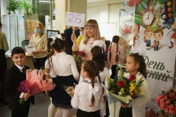 Семьям со школьниками и будущими первоклассниками выплатят по десять тысяч