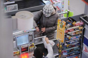 Больше половины опрошенных россиян живут от зарплаты до зарплаты