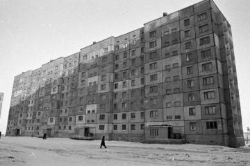 В честь кого назвали улицу Лауреатов в Норильске?