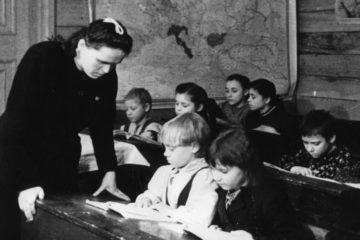 Первая норильская школа открылась в 1930 году
