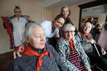 Волонтеры подарили пожилым норильчанам весеннее настроение