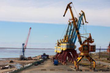 В порту Дудинки начали уборку после паводка