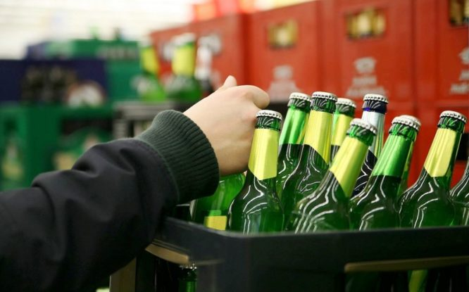 Продажа пива подростку закончилась для норильского бизнесмена уголовным делом