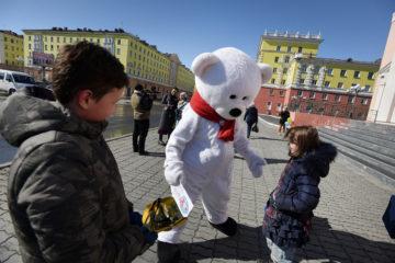 Белый мишка расспросит северян об экологии