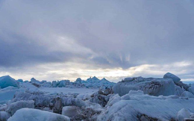 В Дудинке ледоход: жители наблюдают активное движение льда