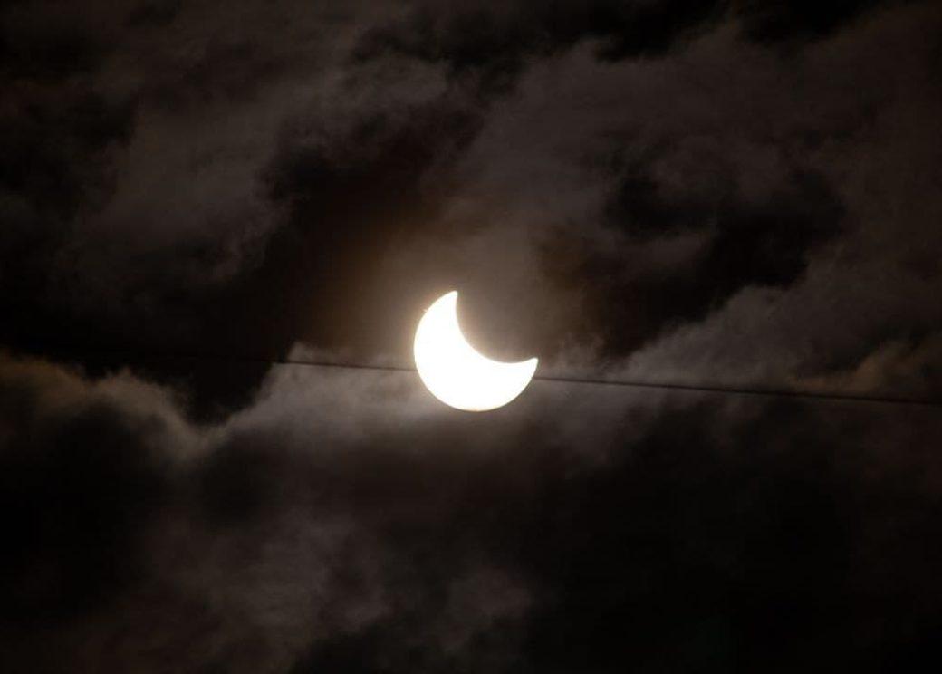 Россияне поделились впечатляющими фото затмения Солнца