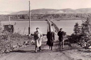 Первый мост, связавший берега реки Норильской, был плавучим