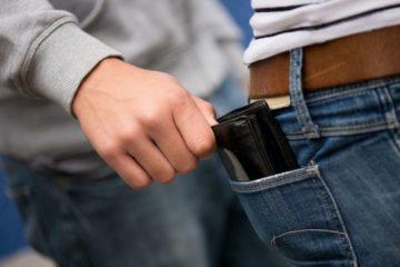 В Дудинке карманник обчистил случайного знакомого