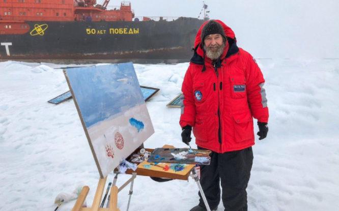 Федор Конюхов на Северном полюсе пишет картины