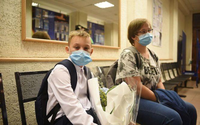 Портал госуслуг начал уведомлять родителей школьников о выплатах в десять тысяч