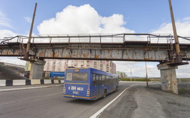 Мост в Кайеркане начали покрывать составом от ржавчины