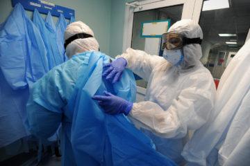 Медикам Красноярья вернули выплаты за работу с ковидными пациентами
