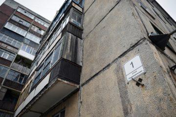 Из первого подъезда аварийной пятиэтажки в Кайеркане выехали последние жильцы