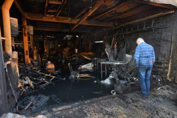 В Норильске почти дотла сгорел двухэтажный гараж