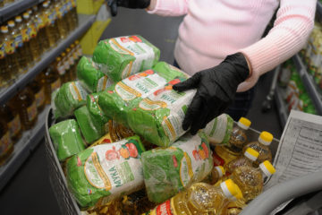 Малоимущим хотят выдавать продуктовые сертификаты